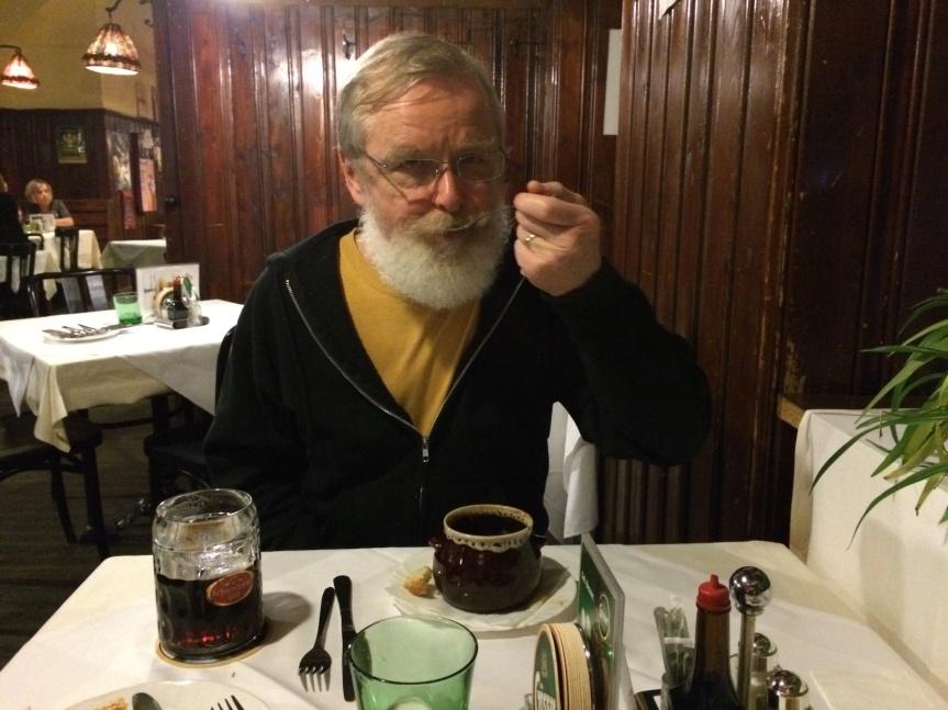 Glenn having dinner at D'Landsknect, Porzellengasse.